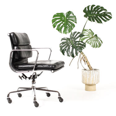 Mid Century Vintage Aluminum Group Soft Pad Desk Chair — Charles Eames for Herman Miller — Black Leather by atomicthreshold