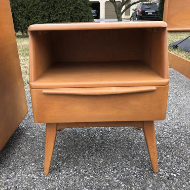 Heywood Wakefield Encore Night Stand  Champagne M1528 by MadModWorldVintage