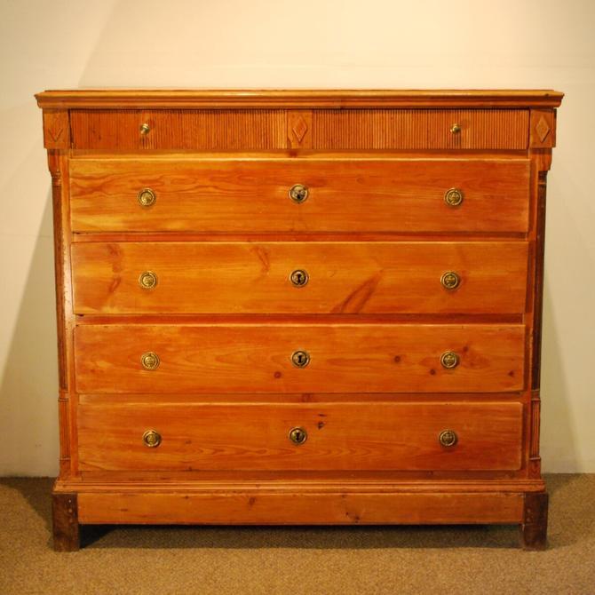 22200 Antique Pine 'Best Room' Gustavian Chest, circa 1820