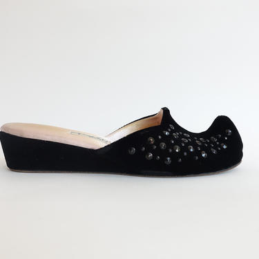 Vintage 50s Studded Boudoir Slippers with Curled Toe/ 1950s Black Velvet Slip On Shoes/ Oomphies/ Size 7 by bottleofbread