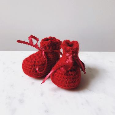 Little Minnows Baby Booties // Cranberry Red // Crochet Baby Shoes by mammothandminnow