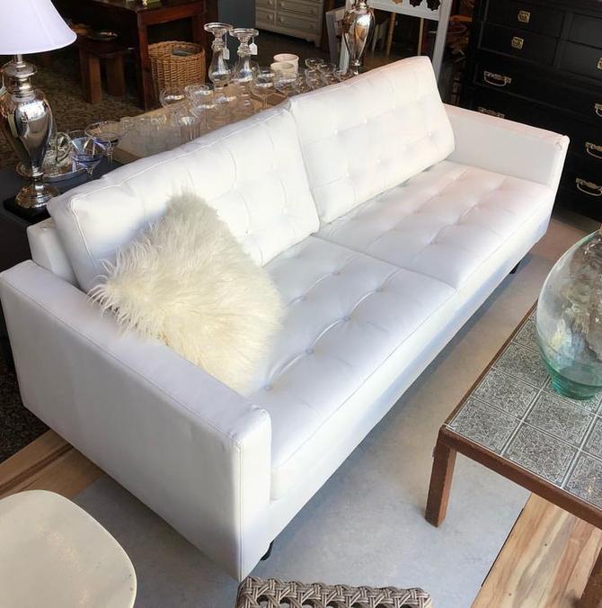 Modern White Vinyl Couch 595