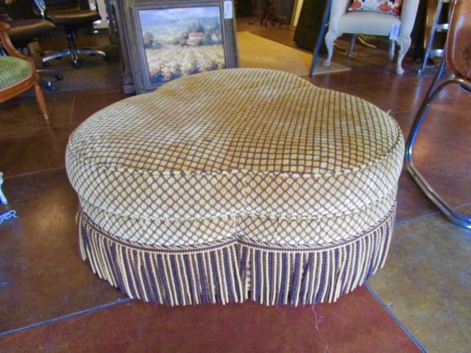 TREFOIL SHAPED OTTOMAN IN GOLD AND BROWN FABRIC WITH BULLION TRIM