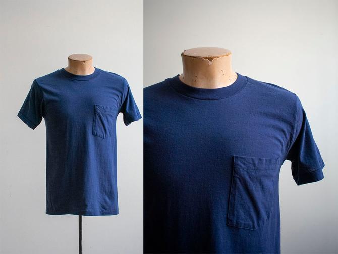 Vintage 1980s Pocket Tee / Navy Blue Pocket Tshirt / Vintage 80s Fruit Of The Loom Tee / Vintage Single Hemline Tshirt / 80s Blank Tee Small by milkandice