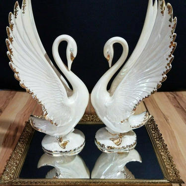 Vintage 50s Matching Swans With Finger Bowl by GraveyardVintage