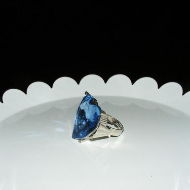 Large Blue Faceted Acyrlic Jeweled ring in size 6 by AllMyItems
