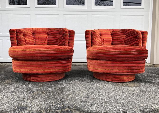 Pair of 1970's Swivel Club Chairs in the style of Milo Baughman