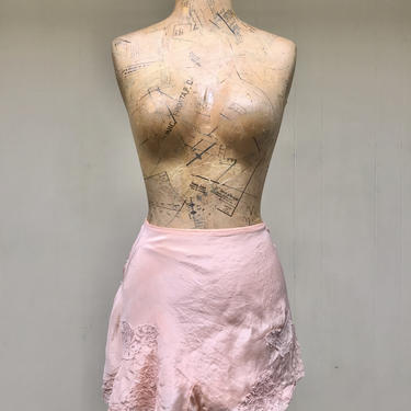 Vintage 1940s Tap Pants, 40s Peach Rayon and Lace Panties, Pin-Up Lingerie, Small 28 Inch Waist by RanchQueenVintage