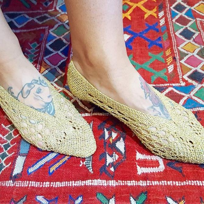For a cute pedicure peekaboo look, #vintage #1980s woven gold kitten heels! Sz 7.5/8 $36  #meepsdc #adamsmorgan #1980sfashion #goldengirl #metallic #vintagesummer #vintageheels