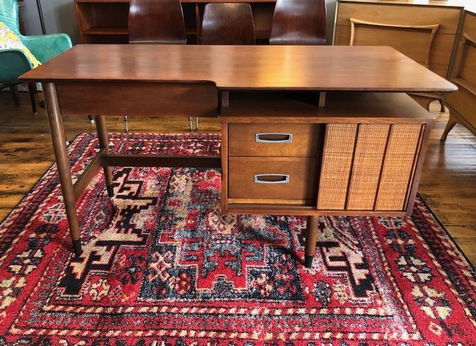 'Mainline' by Hooker Furniture Floating Top Desk