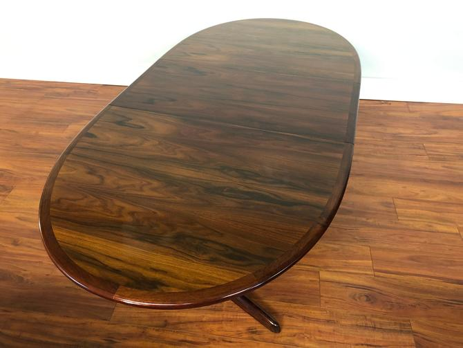 Rosewood Danish Modern Expandable Oval Dining Table With Two Leaves by Vintagefurnitureetc