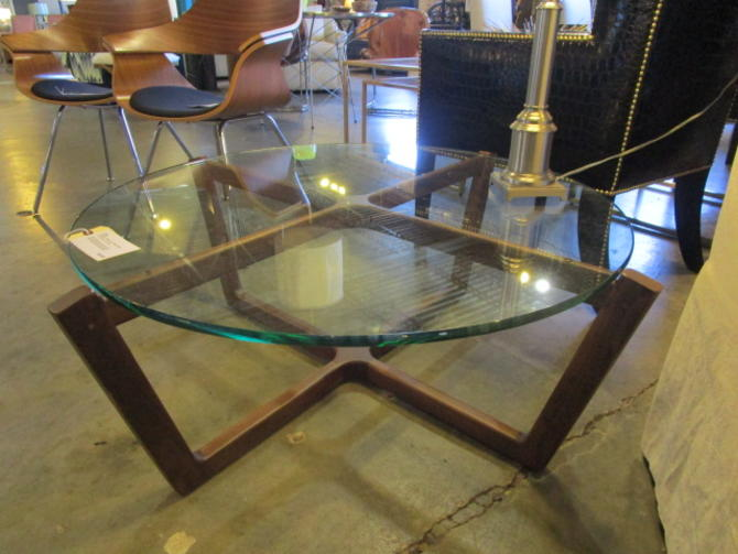 MIS CENT MODERN STYLE ROUND COFFEE TABLE