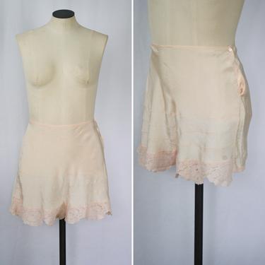 Vintage 40s tap pants | Vintage tea rose rayon tap shorts | 1940s J.C. Penney Co. pink rayon lace bloomer panties boy shorts by BeeandMason