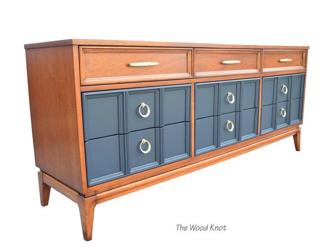 Mid-Century Modern Dixie Black and Walnut Dresser