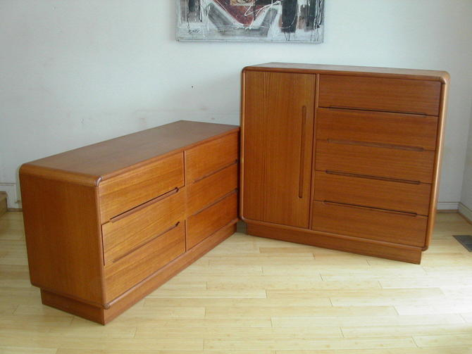 2pc Danish Modern Set Teak Dresser & Gentleman's Chest = Dyrlund Torring Keibaek