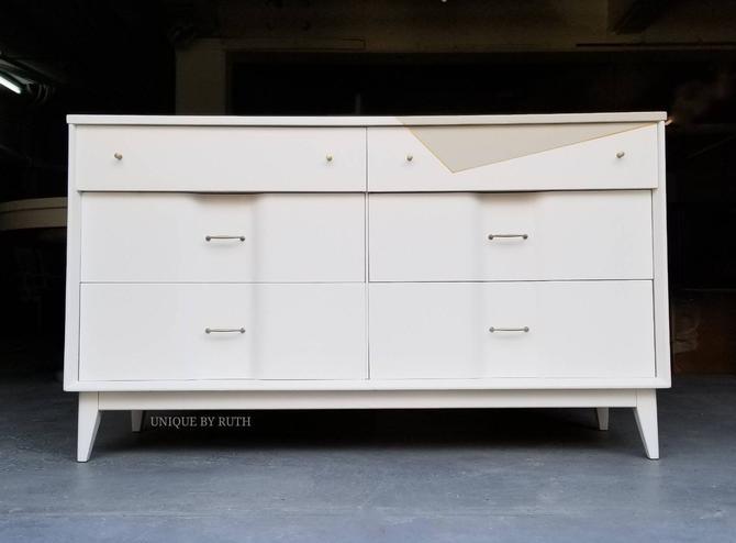 Stunning Mid Century Dresser with 6 drawers - Decorator's White Low Dresser. by UniquebyRuth
