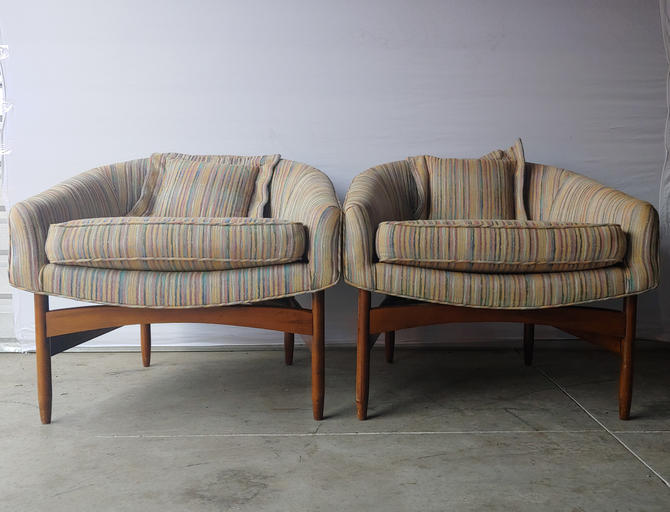 Vintage Modern Pair Lawrence Peabody Sculptural Walnut Lounge Chairs - Set of 2 by ModandOzzie