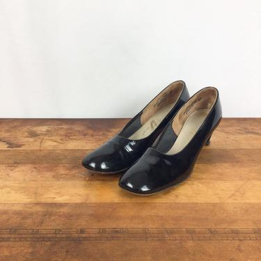 Vintage 60s shoes | Vintage black patent leather heels | 1960s Adores mod style pumps by BeeandMason