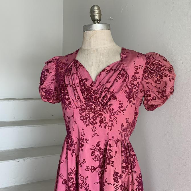 Truly Gorgeous 1930s Magenta Flocked Taffeta Puffed Sleeve Gown 34 Bust Vintage by AmalgamatedShop