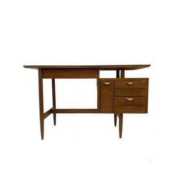Vintage MCM Desk In Wood by minthome