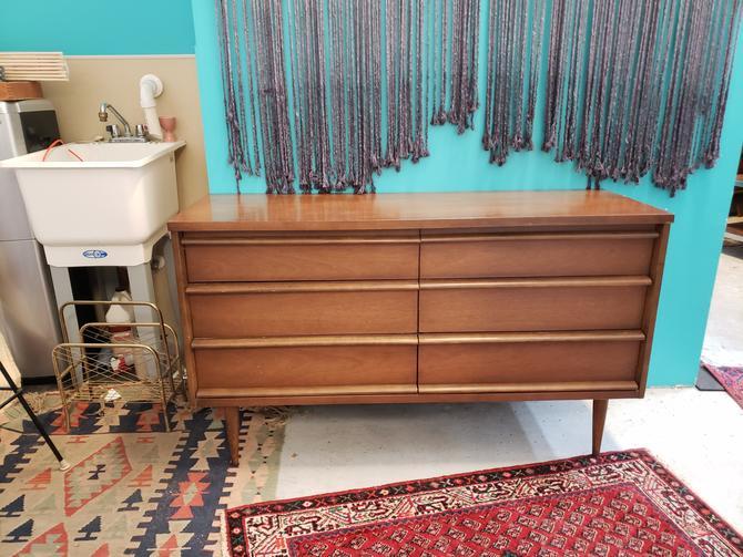 Bassett Six-drawer Mid-Century Modern Dresser