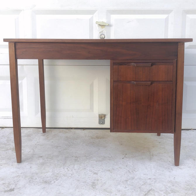 Mid-Century Modern Writing Desk by MM Moreddi by secondhandstory