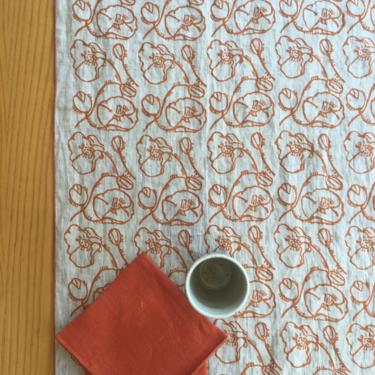 Poppy printed linen table runner, linen table runner, hand printed flowers table goods by MOONTEAstudio