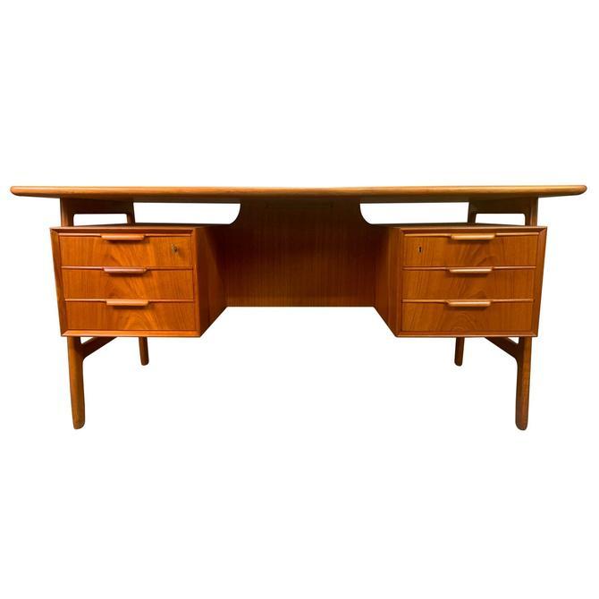 vVintage Danish Mid-Century Modern Teak Desk Model 75 by Gunni Oman for Omann Jun by AymerickModern