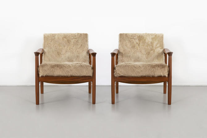 SET OF MID-CENTURY MODERN WESTNOFA LOUNGE CHAIRS IN BRAZILIAN COWHIDE