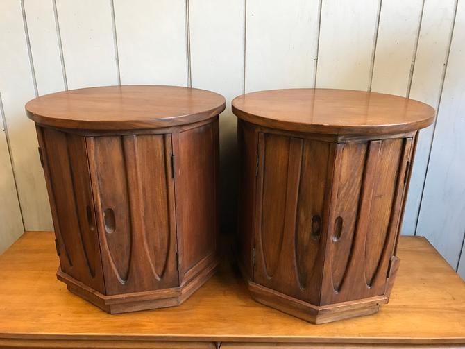 Pair of Walnut Side tables attributed to Broyhill Brasilia by UrbanInteriorsBalt