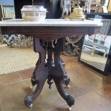 VICTORIAN ACCENT TABLE WITH WHITE MARBLE TOP