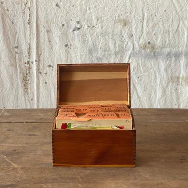 Vintage Pine Finger Jointed Recipe Box w/Recipes by NorthGroveAntiques