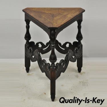 Kittinger Buffalo Spanish Renaissance Walnut Triangle Occasional Side Table