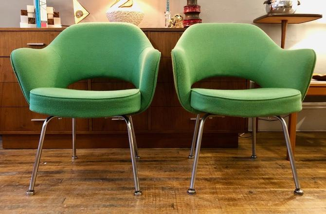 Vintage Pair of Saarinen Executive Armchairs for Knoll