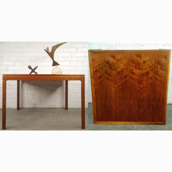 Elegant Impeccable Danish Modern MCM Coffee Table