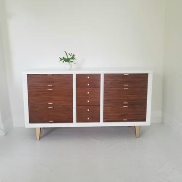 Lovely mid century modern dresser credenza