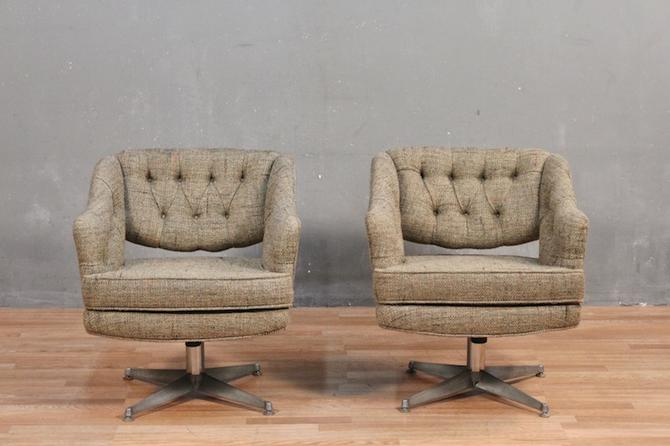 Mid Century Tweed Swivel Accent Chair – ONLINE ONLY