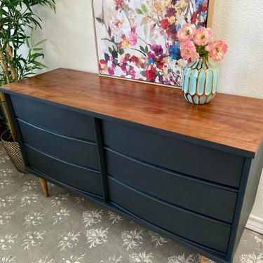 Vintage Mid Century Dresser Credenza Entry Table by Bassett *Local Pick Up Only by BluePoppyFurniture