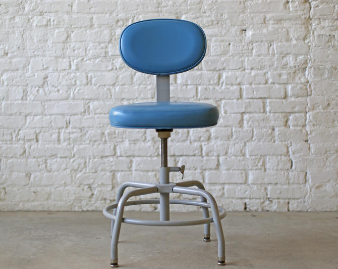 amazingly adjustable desk- or bar-height seating: baby blue vintage industrial drafting stools by Cramer by jeglova