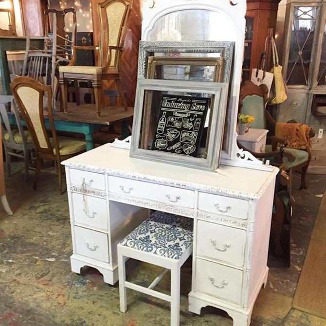 Sweet Little Vanity Desk At Rough Luxe Warehouse This Weekend Doors Open 10am See All The Furniture