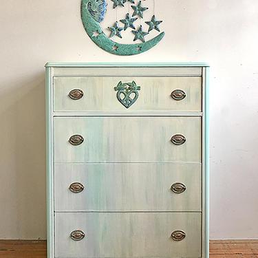White 4-Drawer Dresser w/Artistic Finish