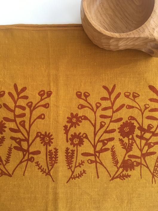 Floral linen placemats, mustard linen, flowers by MOONTEAstudio