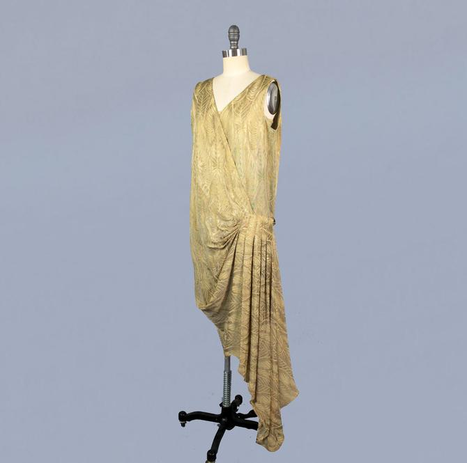 Rare!! 1920s Dress / 20s Metallic LAMÉ Dress / Shimmering 20s Gown / LEAF Motif / Asymmetrical Train by GuermantesVintage