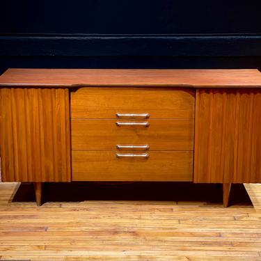 Mid Century Modern Walnut Lowboy Dresser Credenza Sideboard by MidMod414