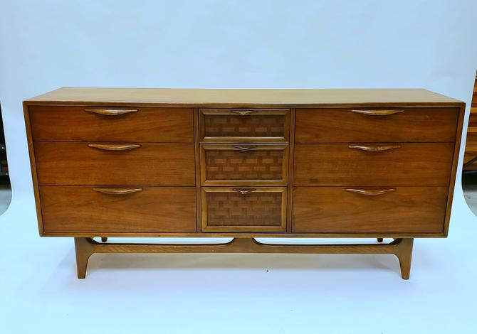 Lane Perception Low Dresser with mirror
