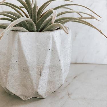 Polygonal Concrete Planter / Concrete pot / Concrete flower pot / Indoor plant pot / Cement planter / Drainage hole included by SundayStudioOC