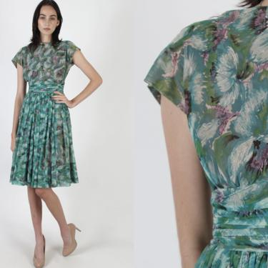 Vintage 50s Green Floral Print Dress / Rouched 1950s Watercolor Print Dress / Cocktail Housewife Kitchen Dress / Full Pleated Skirt Mini by americanarchive