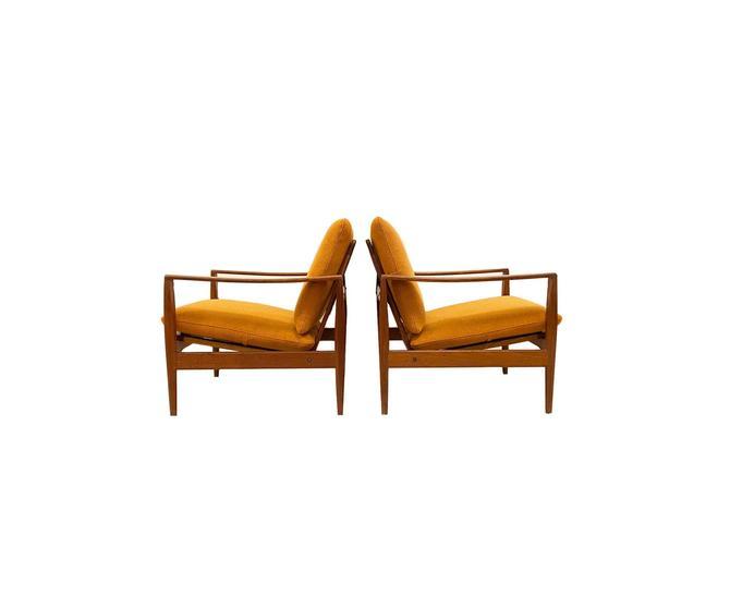 Pair of model EK Easy Chairs by Illum Wikkelsø for Niels Eilersen by minthome