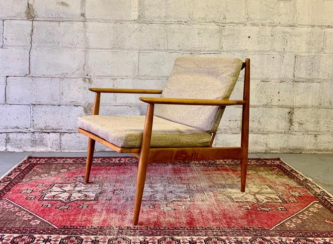 VINTAGE Mid Century Modern LOUNGE CHAIR / Armchair by CIRCA60