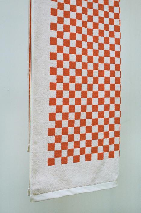 BAINA ROMAN CHECKERED POOL TOWEL IN PALOMA SUN + ECRU